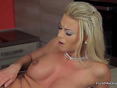 Nasty Blondie Penetrates Her Twat