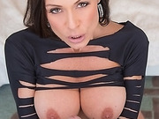 The wolds sexiest pornstar Kendra Lust works a hard shaft
