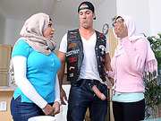 Muslim mom give a blowjob to hot teens boyfriend while in dinner