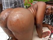 African shakes her tattooed bigass