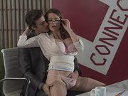 Hot brunette Veronica Vain spread her legs to get her pussy eaten