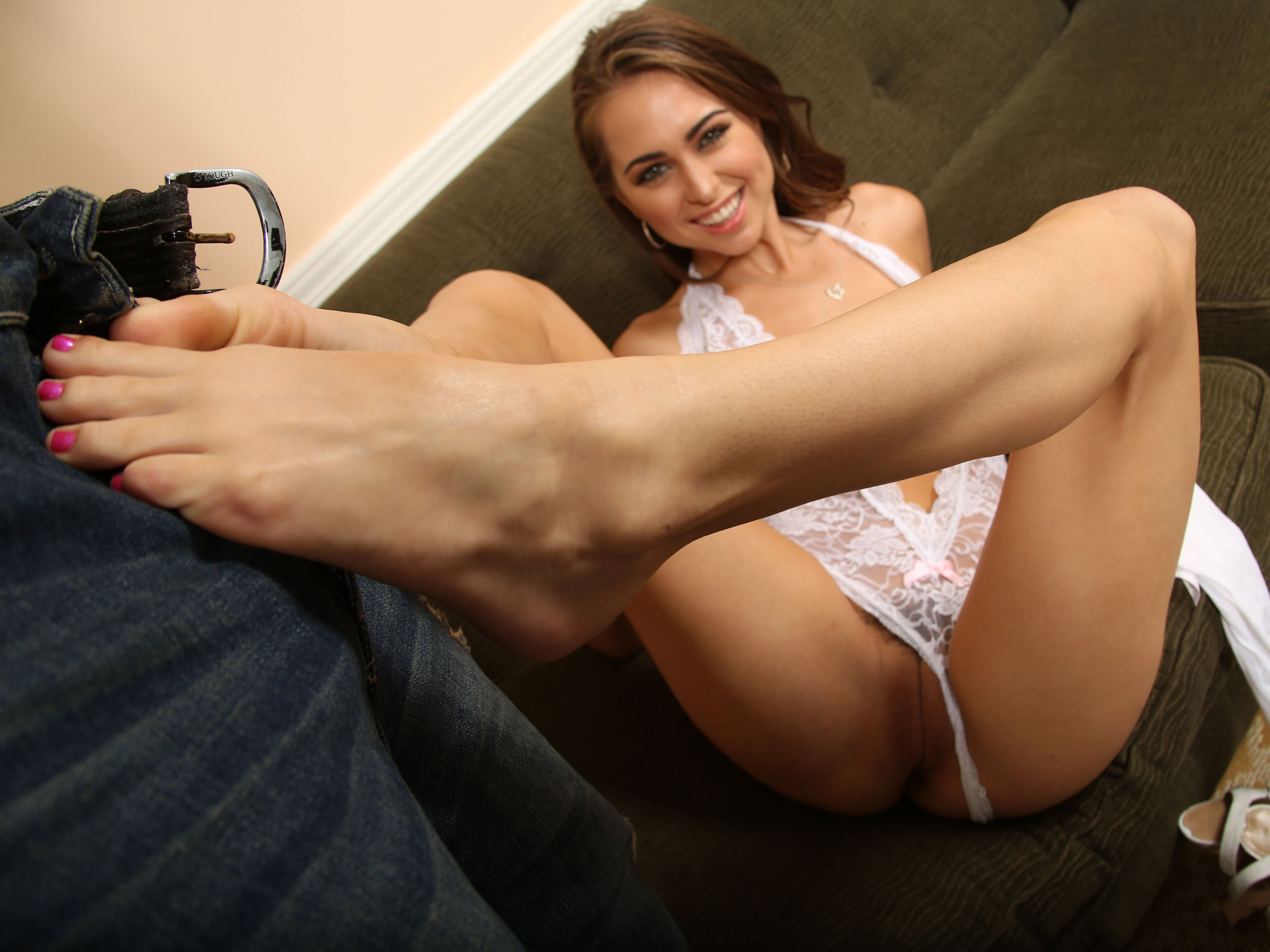 Sexy Footjob Big Penis - Riley Reid pleasing black cock with her feet