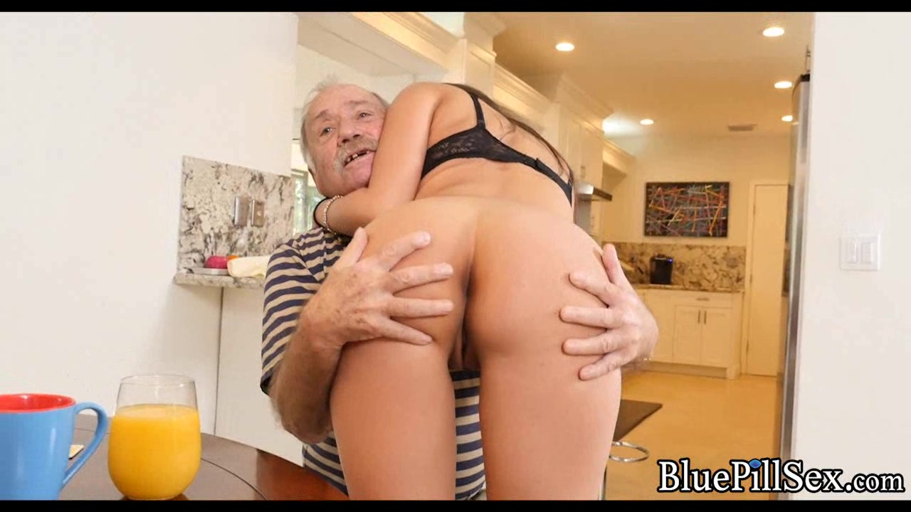 Old man gets his dick sucked