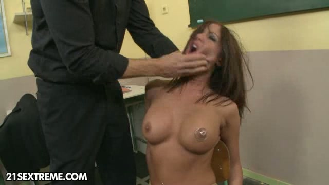 Mom punishes compeer with anal raylin ann