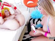 Lesbian dolls gape their deep anal holes and drill fat vibrators