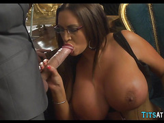 Super Thick Bimbo gets Piped