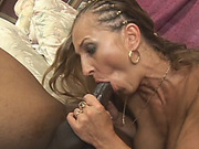 Horny mature babe takes black schlong on couch