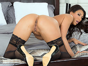 Big tis MILF Makayla Cox gets pussy titty fucked by Lucas Frost